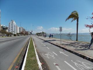 Imagem de avenida para comprar mansões à Beira Mar Norte em Florianópolis